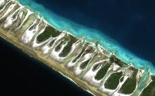 Rangiroa : pittoresque atoll du Pacifique vu par Pléiades
