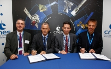 [PRESS] [#SPACEBOURGET17] CNES signs two Ariane 6 development contracts for French Guiana